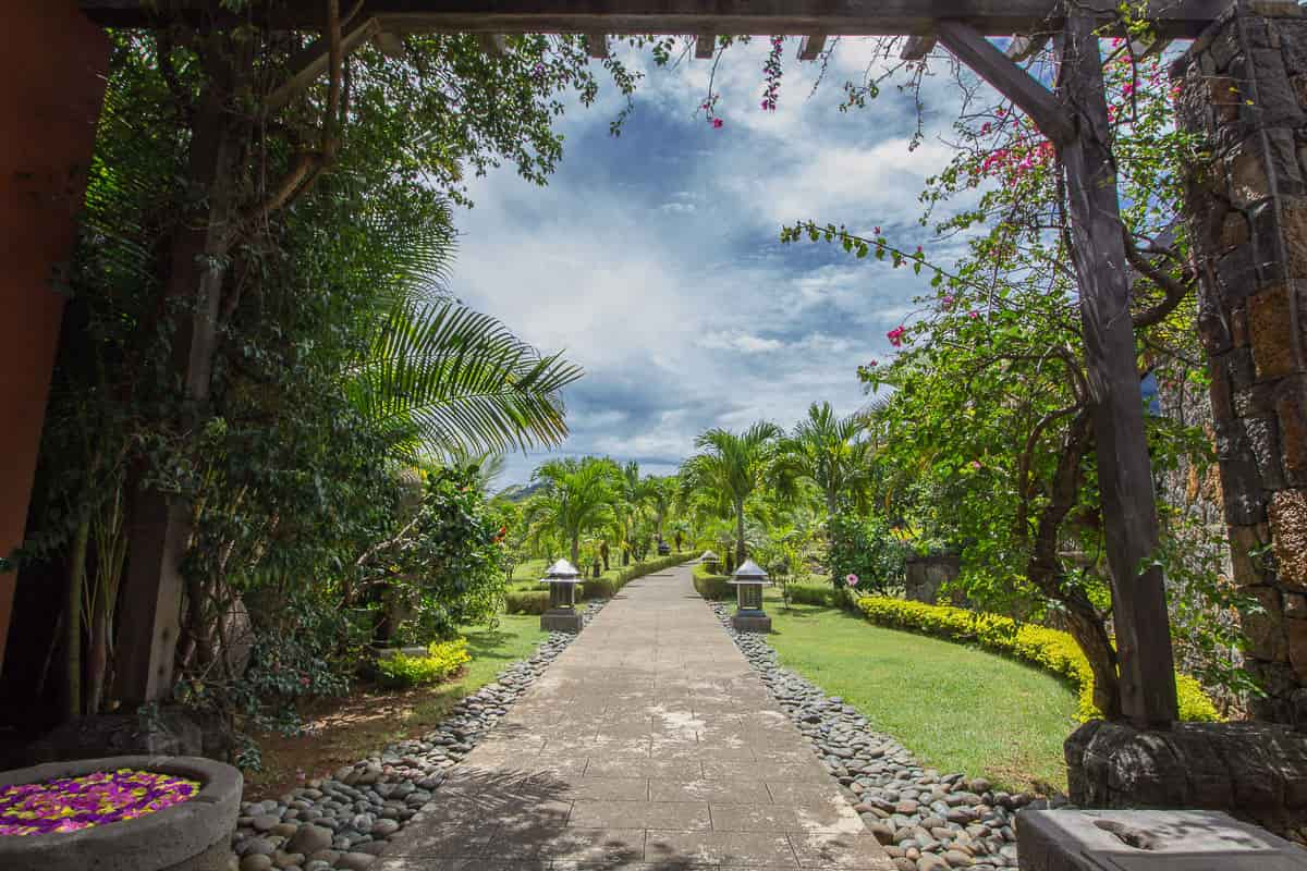 Weg in einer Gartenalage auf Mauritius