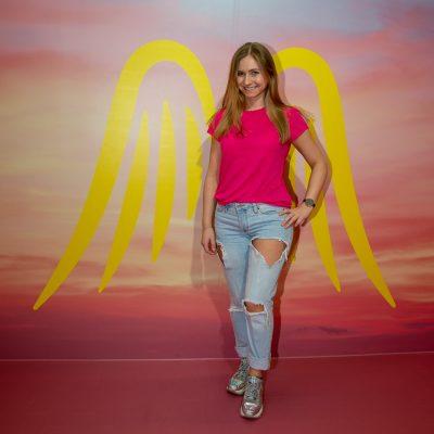 Frau mit Engels Flügeln