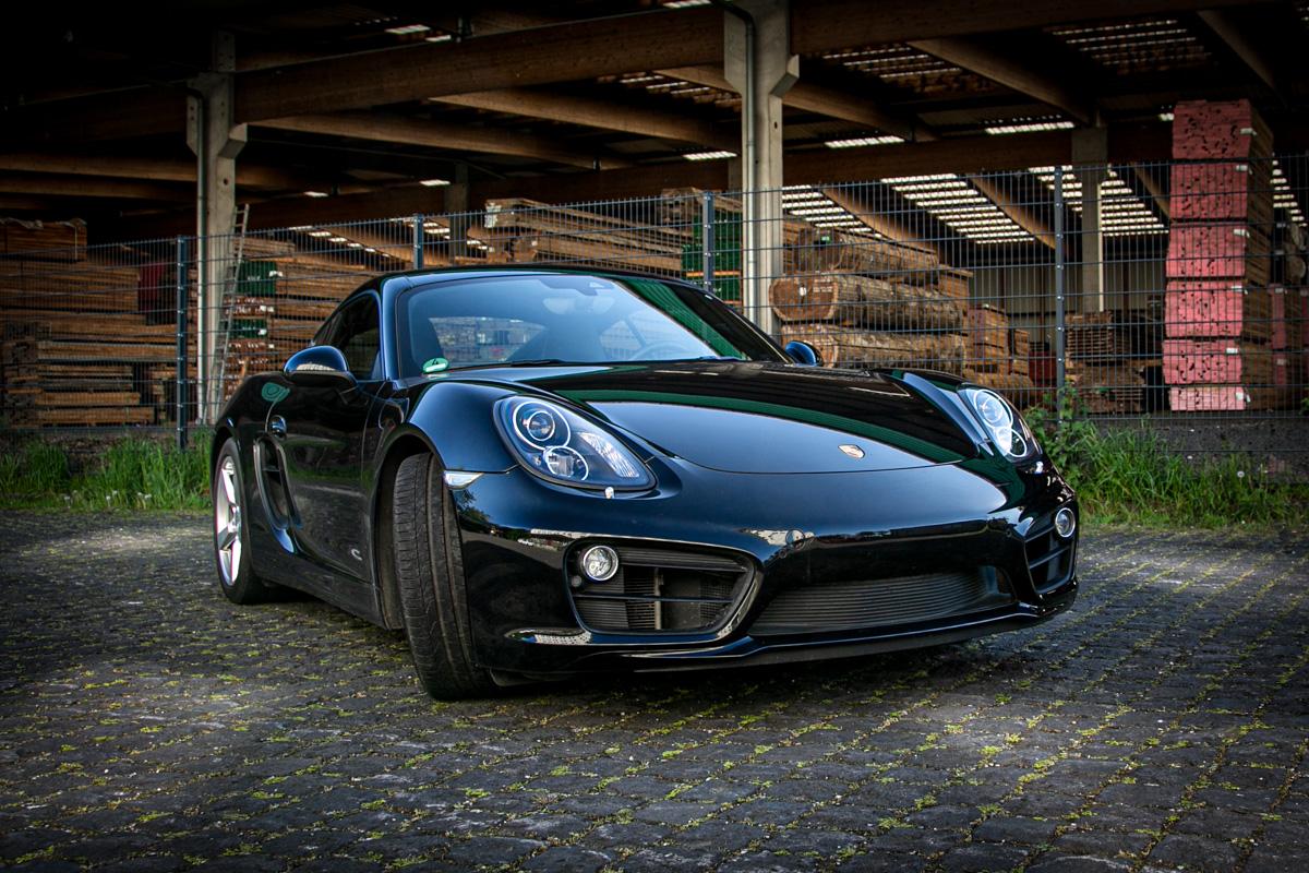schwarzer Porsche Cayman 981 S Frontansicht