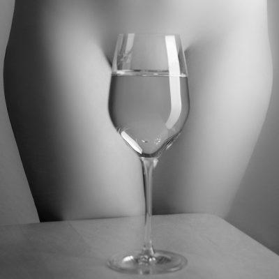Glas vor Frau